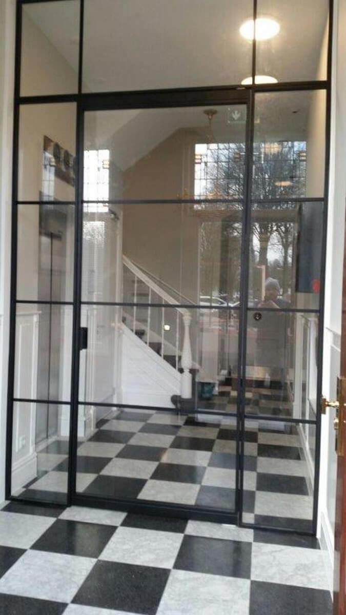 minimalistische Türen im Bauhaus-Stil vom Fensterbau-Profi